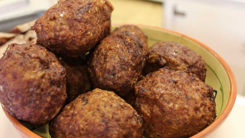 Gehaktballen maken met ui